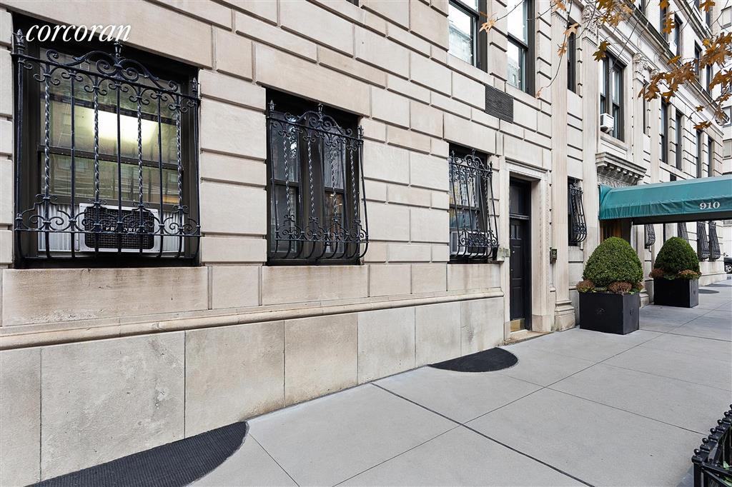 910 Park Avenue Upper East Side New York NY 10075