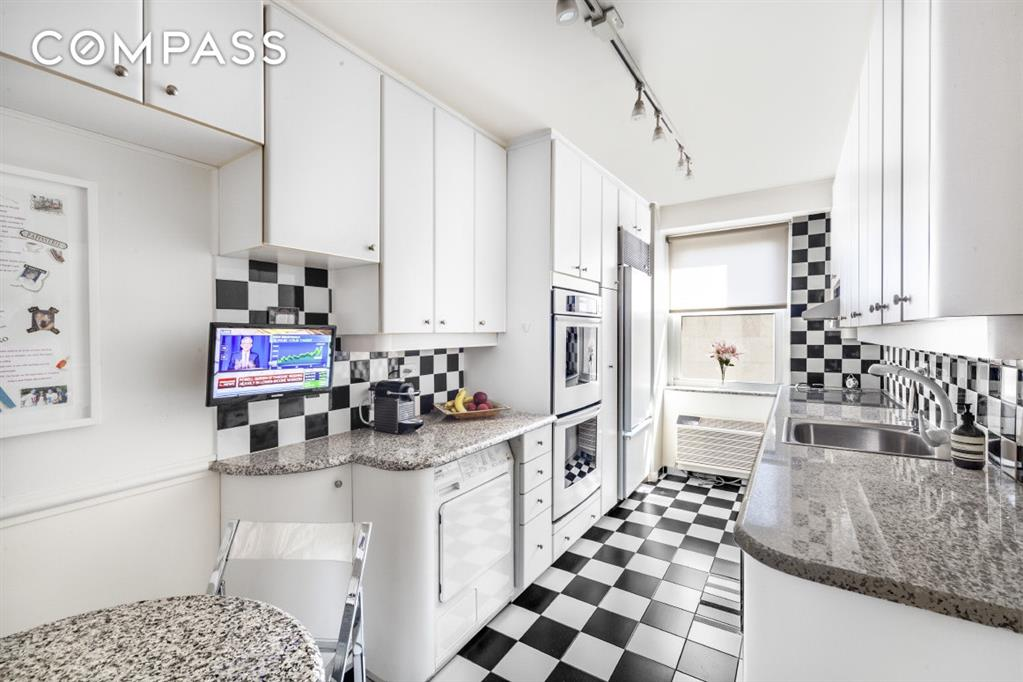 35 East 75th Street Upper East Side New York NY 10021