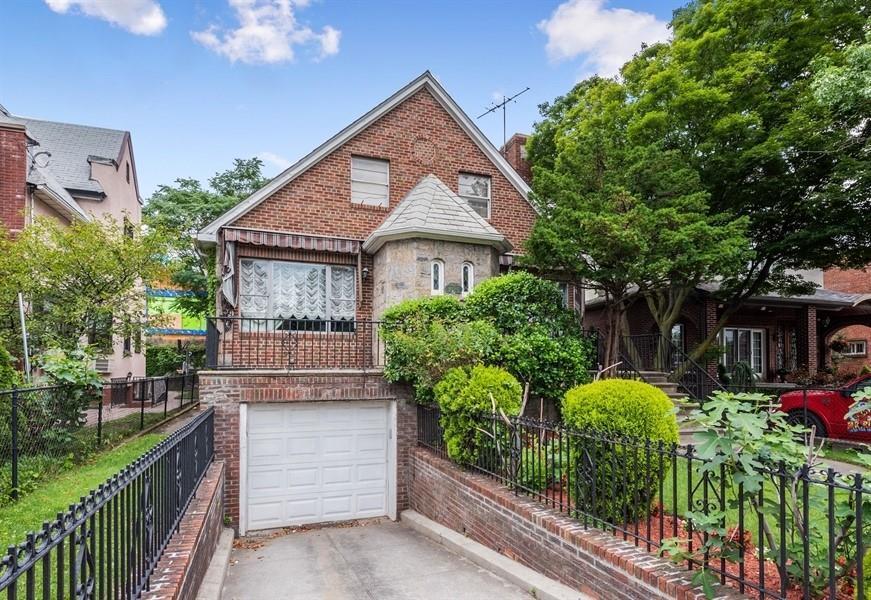 1025 86 Street Dyker Heights Brooklyn NY 11228