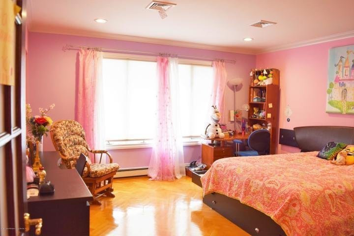 31 Arbutus Way Staten Island NY 10312