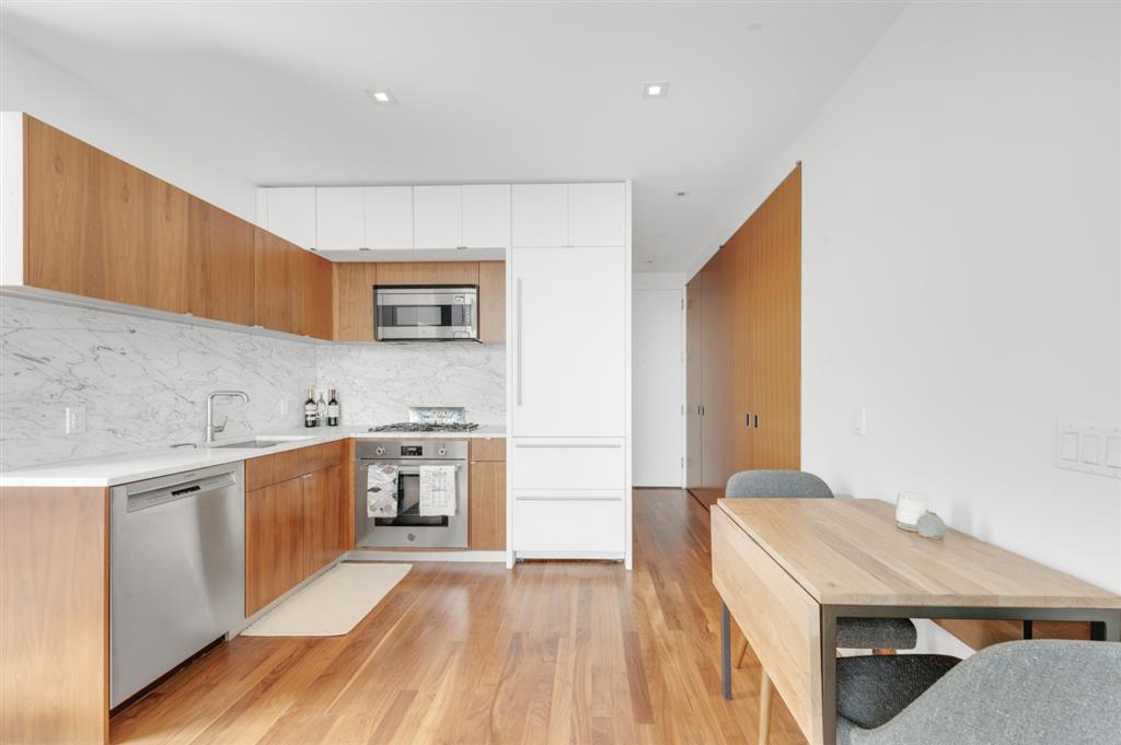 280 Metropolitan Avenue Williamsburg Brooklyn NY 11211