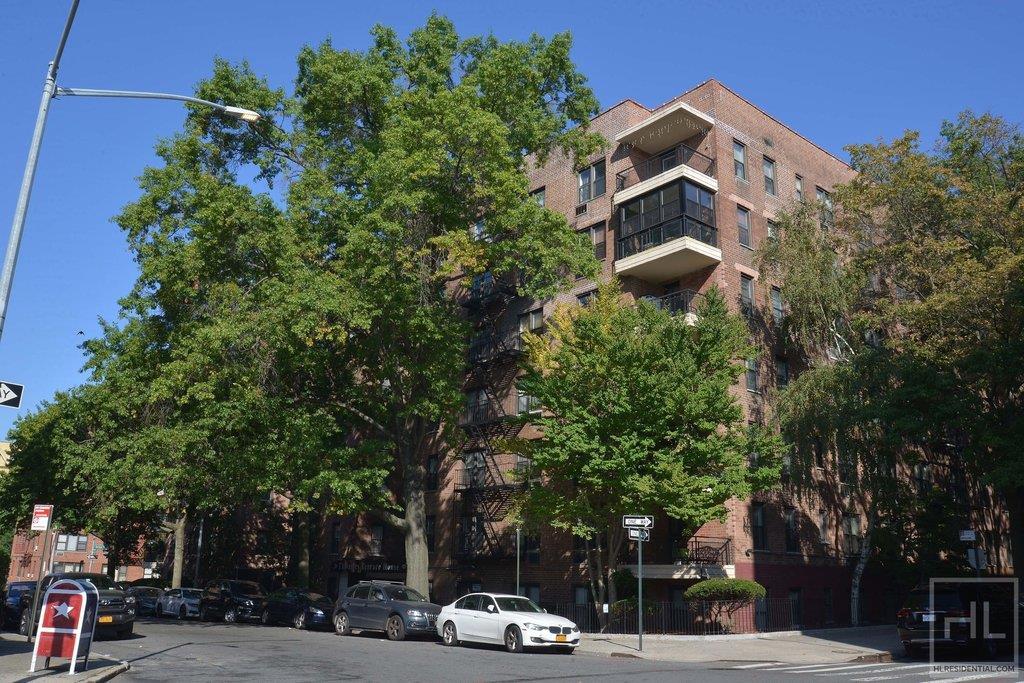 665 Thwaites Place Pelham Parkway Bronx NY 10467