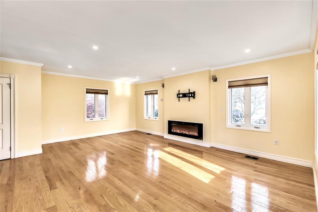210-15 Union Turnpike Oakland Gardens Queens NY 11364