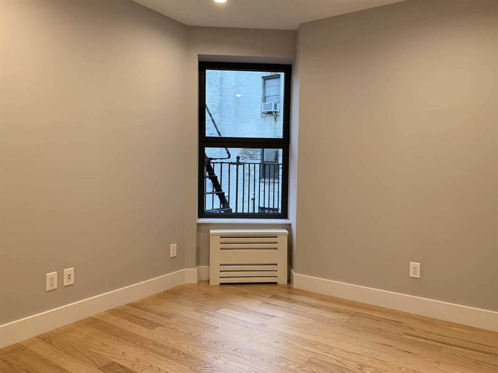 21-77 33rd Street 3-C Steinway-Ditmars Queens NY 11105