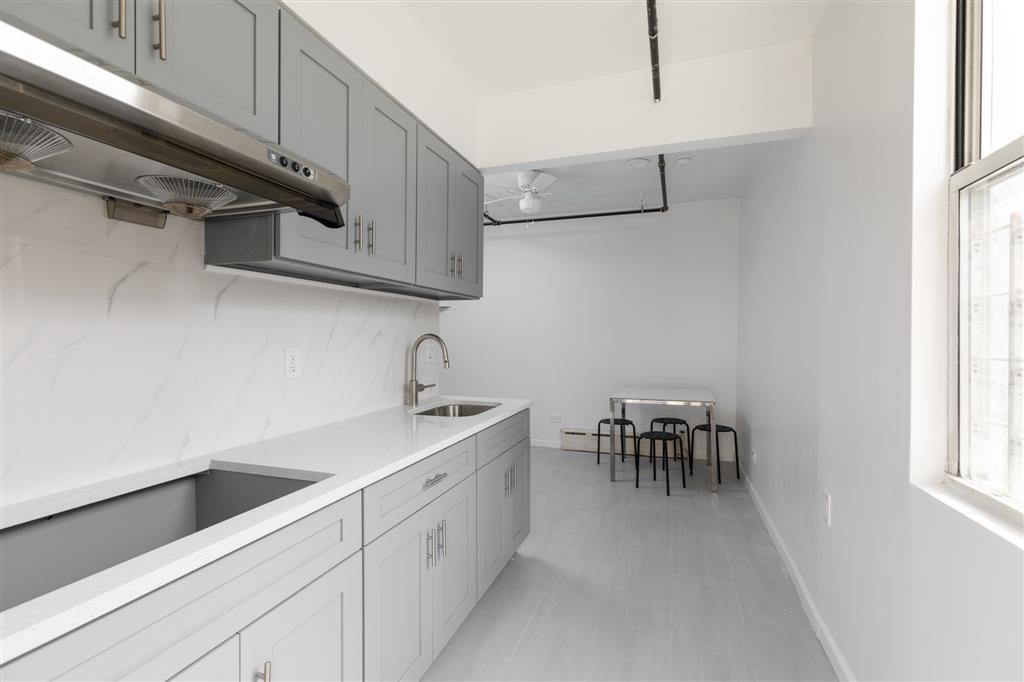 516 Grandview Avenue Ridgewood Queens NY 11385